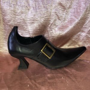 Pointy Toe Witch Shoe w Buckle for Halloween Cost.